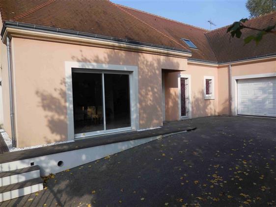 Cour devant garage