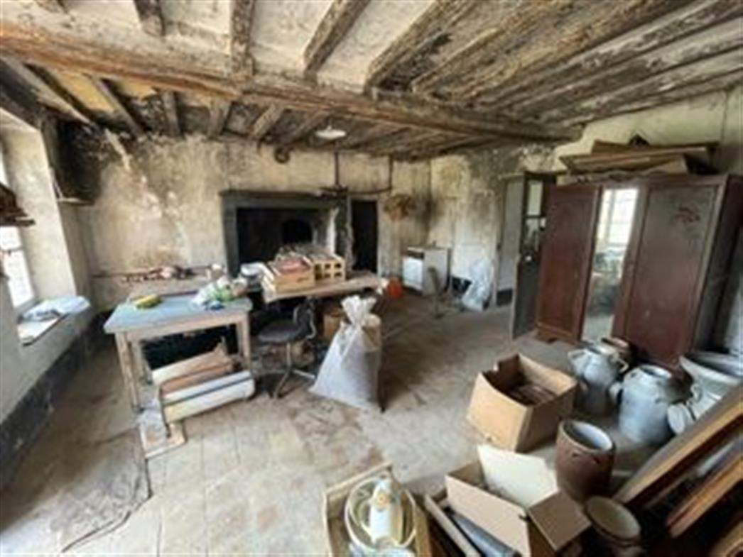 FERMETTE A VENDRE PROCHE NOGENT LE ROTROU - Pièce avec cheminée