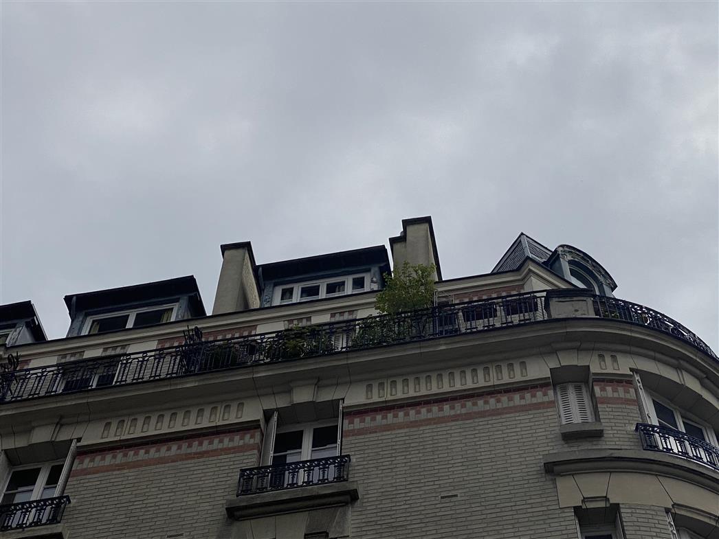 A VENDRE STUDIO PARIS 20ème - Au dernier étage